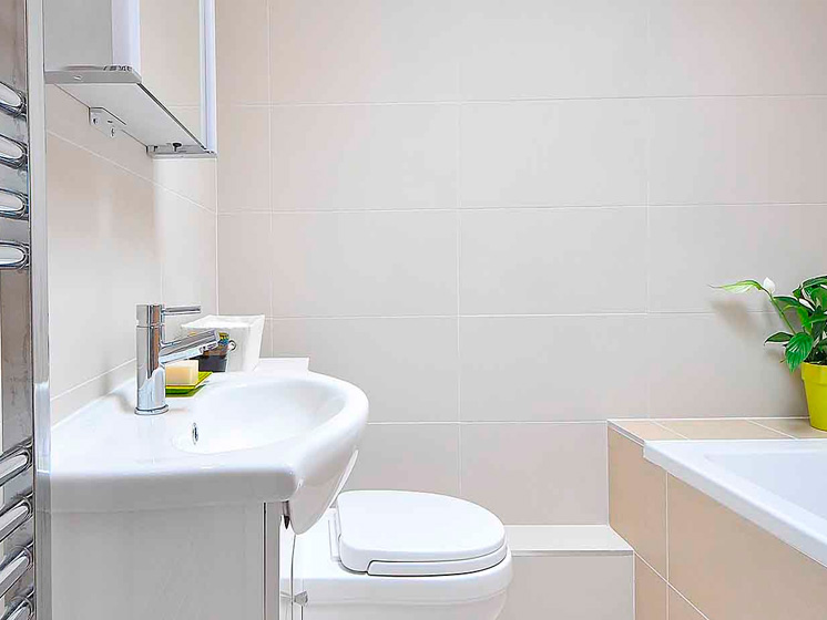 ¿Cómo optimizar los espacios de un baño pequeño?