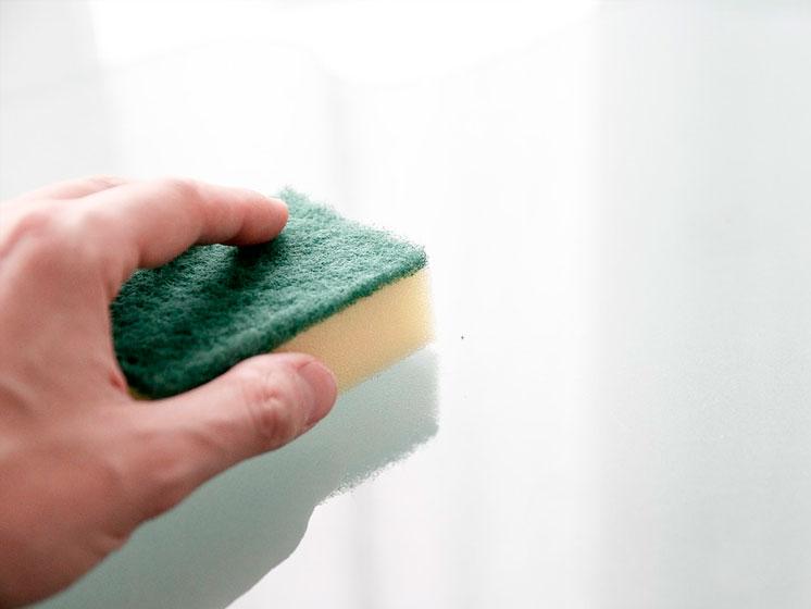Trucos caseros para eliminar pintadas en suelos y paredes
